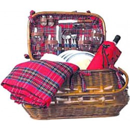 Picnic Time Highlander Basket w/ Service for 4
